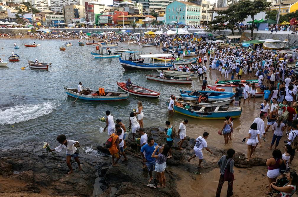 Festa de Iemanjá, em Salvador — Foto: Lucio Tavora/AFP